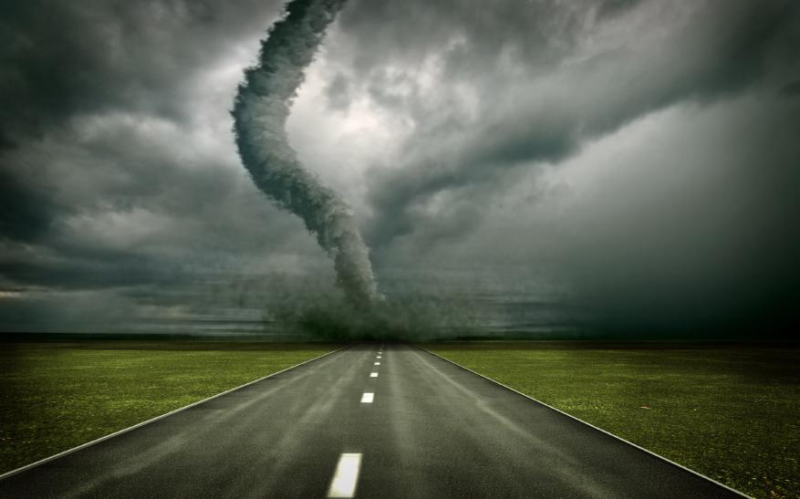 Zware storm en wervelwinden komen over de aarde